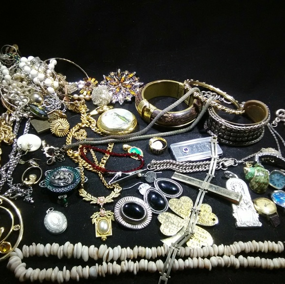ac5ac2e83 Vintage jewelry lot mixed accessories